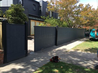 Automatic driveway gates supplied and built. Electric sliding gate builder.