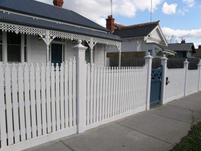 Picket fence builder for Sandringham
