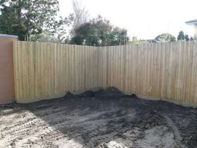 Back yard privacy fence. Paling fence builder for Oakliegh