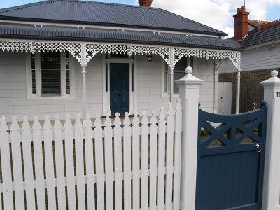 Quality fencing in Elwood, Melbourne. Fencing Quotes for picket fences. Fence Builder