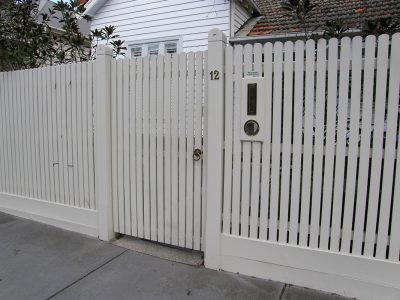 Quality fencing. Residential fence builder for Keysborough, Melbourne. Picket fences.