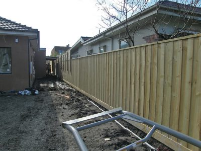 Paling fence builder for Aspendale